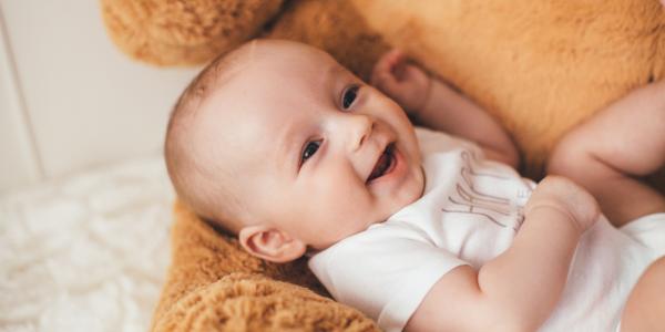 Modne i wygodne rampersy dla niemowląt